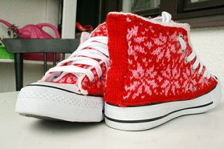 Free pattern on Ravelry to cover shoes in knitting.    (skor en.pdf) is the English one