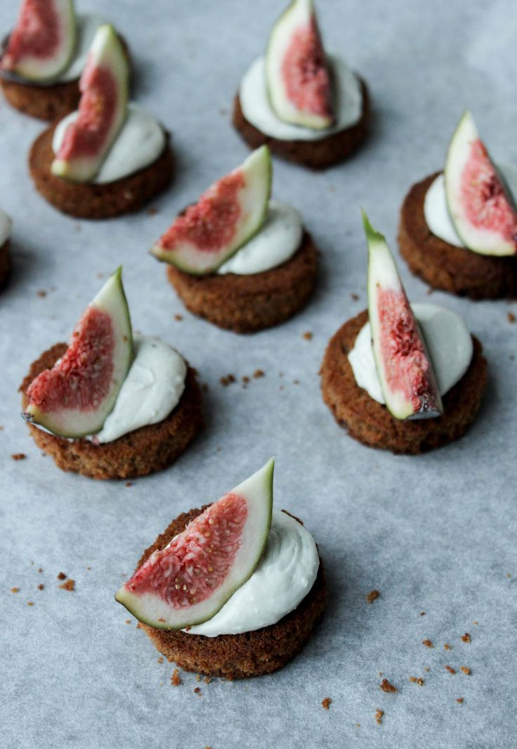 Gingerbread Crostini with Blue Cheese Cream and Fresh Figs Recipe