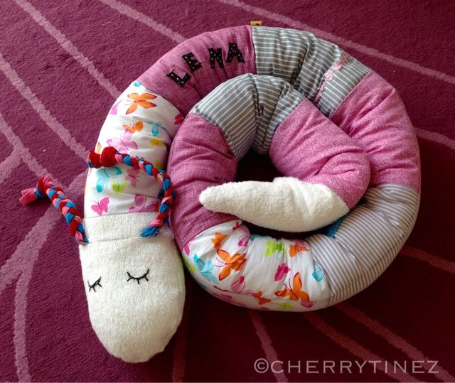 """Hier mal nichts zum Anziehen.   Für meine Kleine habe ich eine Bettschlange genäht, damit sie sich im """"großen"""" Kinderbettchen nicht so ver..."""