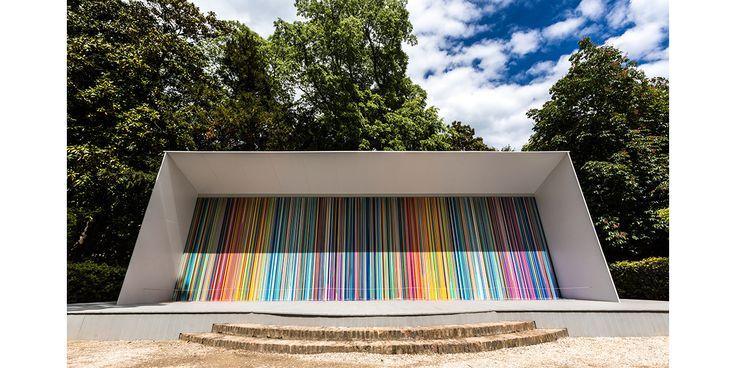 A l'occasion de la Biennale de Venise, Swatch fait appel aux talents du peintre Ian Davenport pour une nouvelle collaboration haute en couleurs, placée sous le signe de l'art.