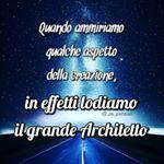 """Instagram photo by jw_pensieri - """"I cieli dichiarano la gloria di Dio; E la distesa annuncia l'opera delle sue mani"""". (Salmo 19:1) - cf p. 131 - #jw #jworg #jwitaly #jwitalia #jwpensieri #Geova #Dio #testimonidiGeova #ammirare #aspetto #creazione #creato #Creatore #lodiamo #lodare #lodi #lode #grande #Architetto #strada #notte #cielo #stelle"""