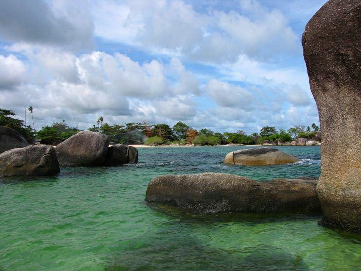 Pantai Tanjung Tinggi: Tour Belitung Terbaik. Destinasi andalan Wisata Belitung