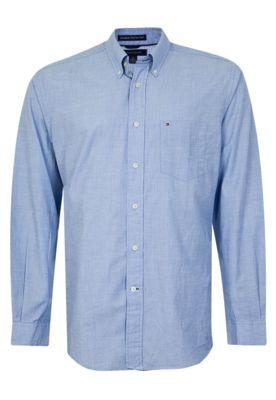 Camisa Tommy Hilfiger Bolso azul, com bolso frontal e fios brancos na trama. Tem modelagem reta, manga longa e gola de ponta.Confeccionada em tecido de toque macio que proporciona confortabilidade. Fechamento por botão.