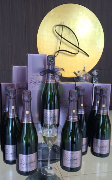 Gift ideas for Fathers Day ! Champagnes Blanc de Noirs, ice bucket, glasses... www.champagne-devaux.fr/blanc-de-noirs #fetedesperes #fathersday #champagne #blancdenoirs