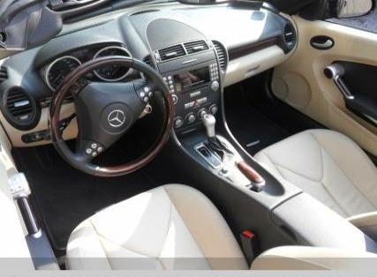 Mercedes Benz SLK 200 interior