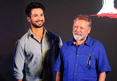 Shahid Kapoor has done it… he has walked in his father's shoes and ran off with it. Everyone who has seen 'Haider' has come out singing glory of Shahid Kapoor and of course, Tabu.