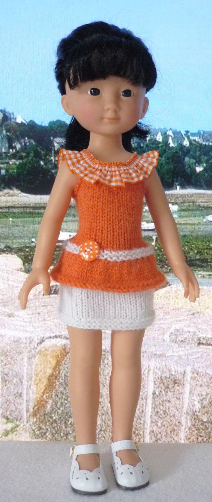 Je vous offre aujourd'ui le tuto du haut que porte Capucine. C'estICI.  La jupe est un modèle Stickatillbarbie. ...