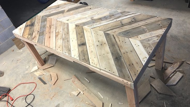 In this video, we show you how to build an outdoor dining table out of reclaimed pallet wood. The best part about this project: the wood was all free!