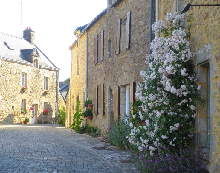 Une rue de Noyal-Muzillac dans le Morbihan
