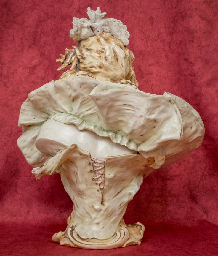 Bust by Turn Teplitz, Bohemia, around 1910, biscuit porcelain, 46 cm