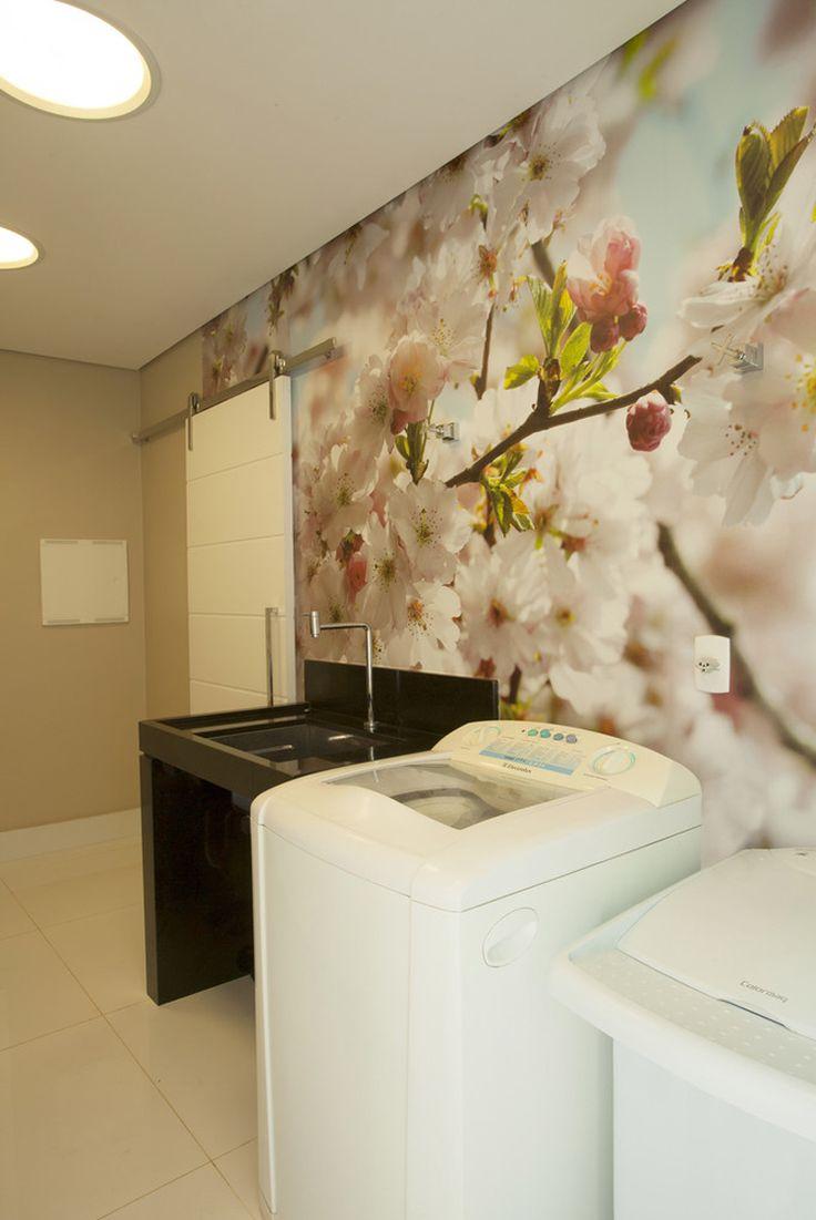 Lavanderia, Papel de parede floral vinílico, tanque preto pedra