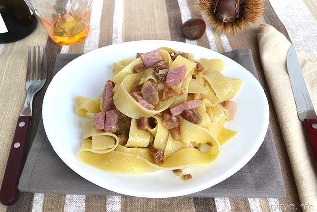 Pappardelle con castagne e speck, scopri la ricetta: http://www.misya.info/2014/10/31/pappardelle-con-castagne-e-speck.htm