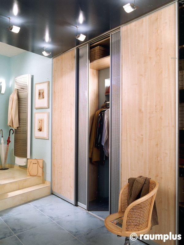 Прихожая мебель на заказ 1002 шкаф купе Раумплюс производитель мебели на заказ Деметра Вудмарк. Оптимизация пространства - основная задача любого дизайнера. Не хотите загромождать помещение прихожей массивной мебелью? Встроенный Шкаф купе Раумплюс 0376 решит поставленную задачу! С его помощью вы можете зонировать любое пространство. Светлые фасады не перегружают и гармонично вписываются в темный интерьер комнаты. Наполнение встроенного шкафа купе в прихожую полностью зависит от ваших…