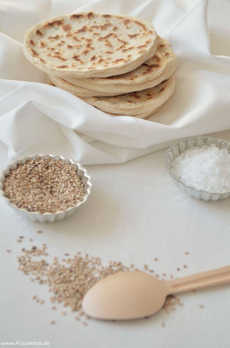 Indisches Naan Brot mit Sesam und geklärter Butter
