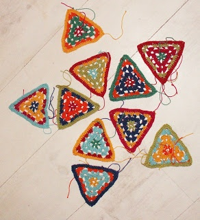 Triangle granny pattern to make triangle purse, or banner, or afghan or.....