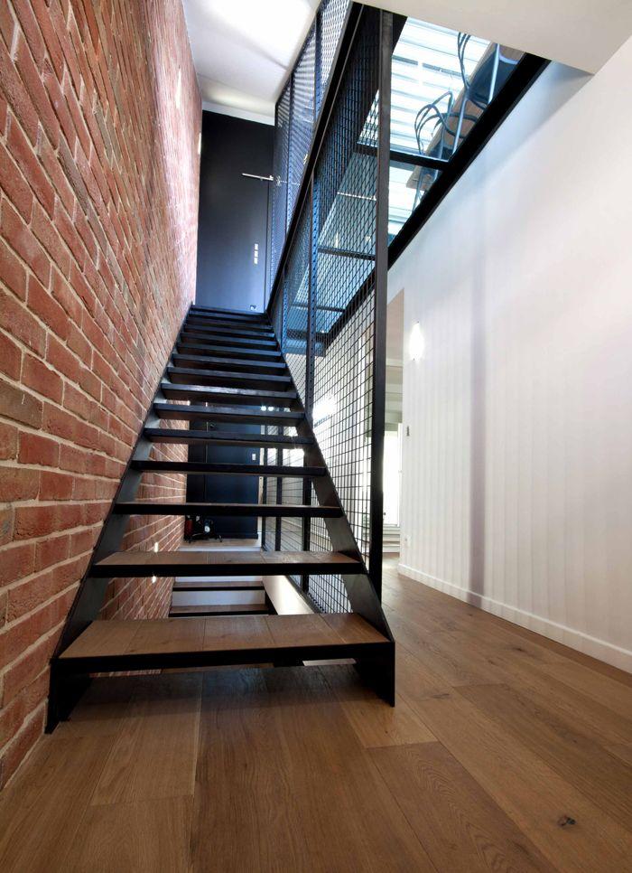 escalier bois et métal, plancher en verre