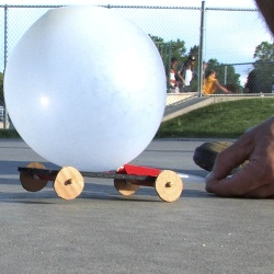 DIY Balloon Powered Car by stevespanglerscience #Kids #Science #Balloon_Car