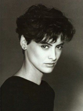 La beauté androgyne d'Ines de la Fressange. (Tried and true:my go to standard since 1986, but longer bangs.)