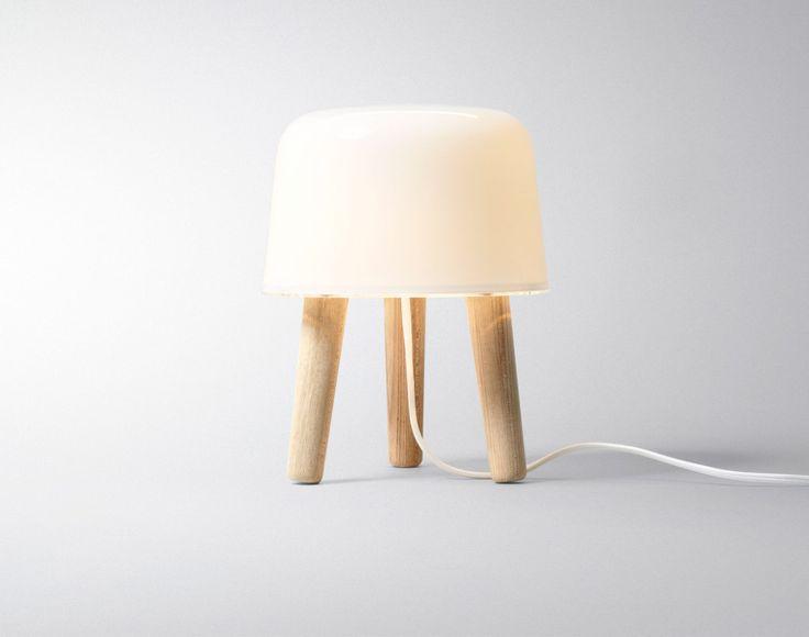 Lampička Milk od AndTradition, bílý kabel | DesignVille
