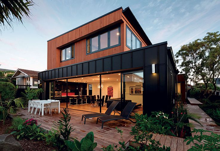 A juxtaposition of materials, coupled with bold lines, produces a visually arresting family home by Architecture Smith + Scully.