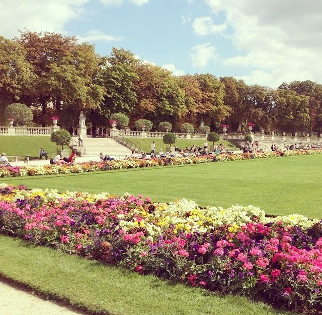 Luxembourg gardens in Paris, lunch in the park