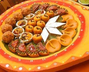 Food   Illustration   Description   www.delunademiel.es DIWALI en Dubai nos acerca a India.Regálate una cena al más puro estilo Diwali en lugares como el Hotel Zabeel Saray en Palm Jumeirah (04 453 0444), Chef Haseeb at Chutney´s Movenpick Bur Dubai (04 310 4340), Yas Island Rotana (02 656...