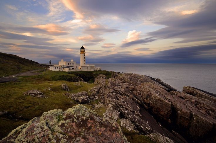 Rua Reidh Lighthouse at dawn, Gairloch, Scotland   da iancowe