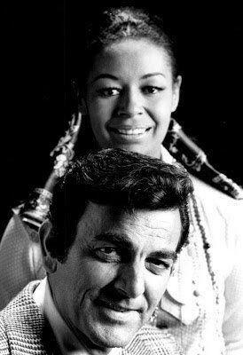 Mike Connors (Joe Mannix) et Gail Fisher (Peggy Fair) de la télésérie Mannix, 1967-75 #histoire #télé