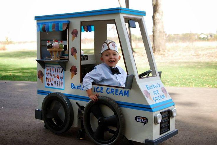 De ouders van deze jongen zijn geweldig! Ze bouwden een Halloween kostuum rondom zijn rolstoel. (via @DailyVowelMovements)