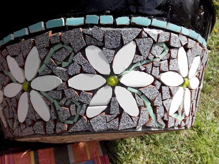Macetero margaritas.tecnica mosaico