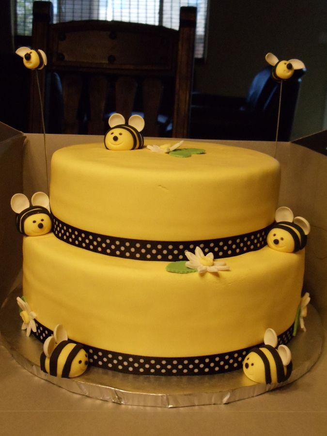 Best 25+ Bumble bee cake ideas on Pinterest Bee birthday ...