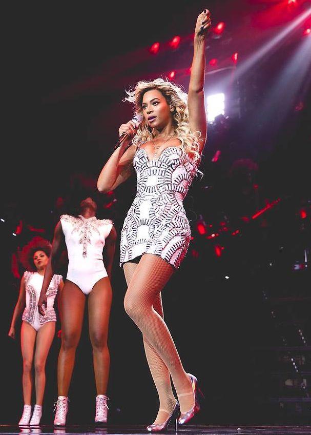 beyonce mrs carter tour costumes | Beyoncé's Mrs. Carter Show World Tour Atelier Versace Swarovski ...