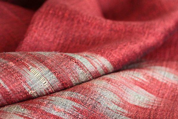 Extraordinaire étole en soie de mariage pour mariée. Une belle étole en soie sauvage et naturelle, de grande taille, artisanale et pas chère.