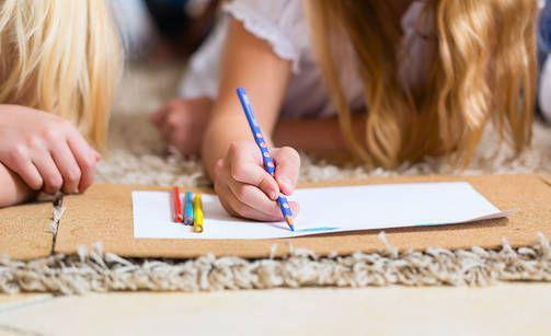 Aikuiset värittivät lasten väritystehtäviä - lopputulokset eivät sovi perheen pienimmille