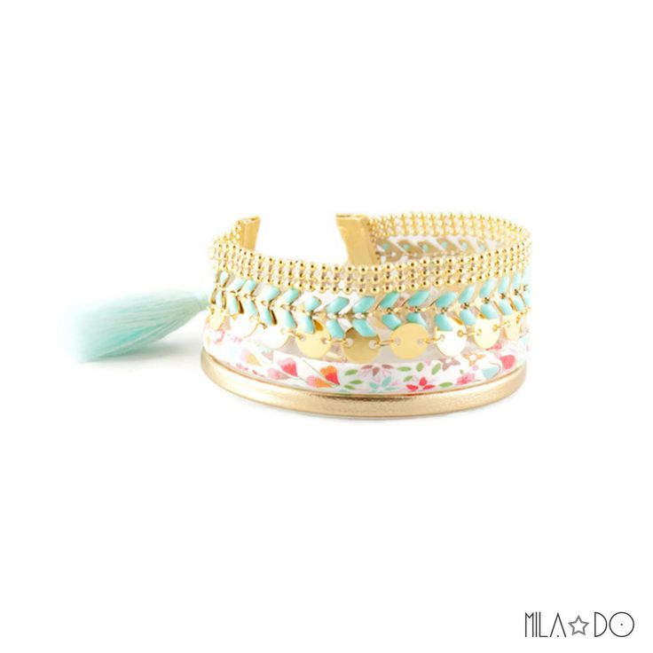 Bracelet Boho manchette or et bleu pastel || Pompon bleu ciel et cordon de coton : Bracelet par milado