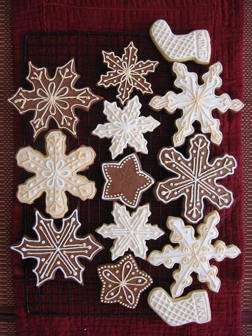 christmas cookies. I wish I could decorate cookies! Mine turn out looking like a two year old has decorated them!