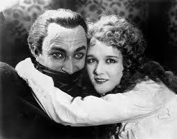 abbraccio nel film L'uomo che ride (The Man Who Laughs) . Film muto del 1928 diretto da Paul Leni e tratto dal romanzo omonimo di Victor Hugo.