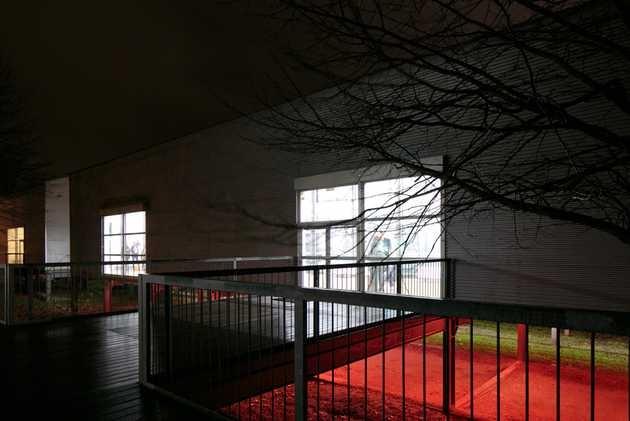 Bik Van der Pol, Love and Happiness (2001). Site specific installatie onder De Paviljoens. © Jordi Huisman, Museum De Paviljoens
