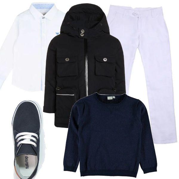 Pensata per un'occasione elegante la proposta da bambino che si compone di un paio di pantaloni con una camicia bianchi, abbinati ad un pullover e ad un cappotto blu. Le scarpe sono delle sneakers alte.