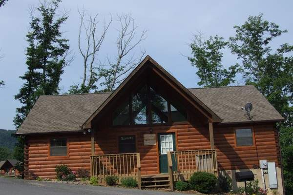 Smoky mountain vacation cabin rentals near pigeon forge for Gatlinburg dollywood cabins