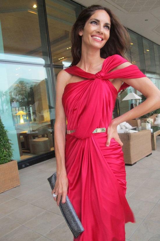Eugenia Silva in a Zuhair Murad dress and VBH clutch