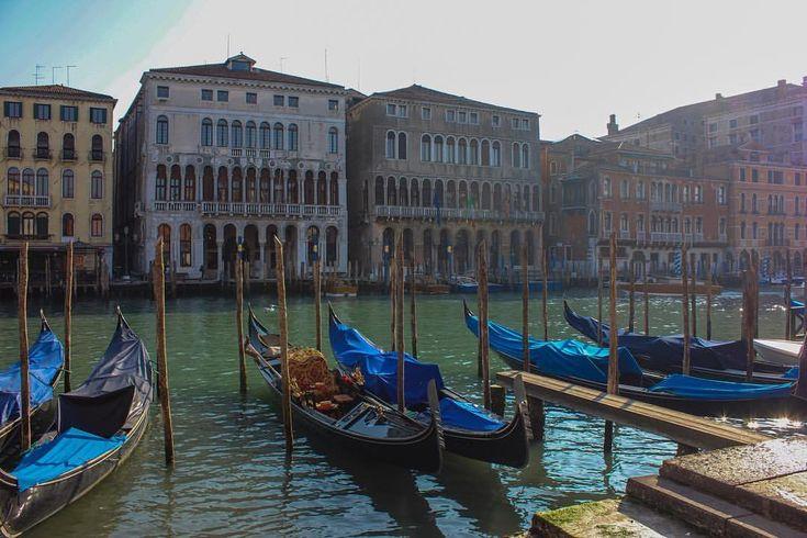 """139 Gostos, 7 Comentários - Um Lugar à Janela (@umlugarajanela) no Instagram: """"Quem é que já passou o Carnaval em Veneza? ▫️ #umlugarajanela #igersvenice #visitveneto #veneza…"""""""