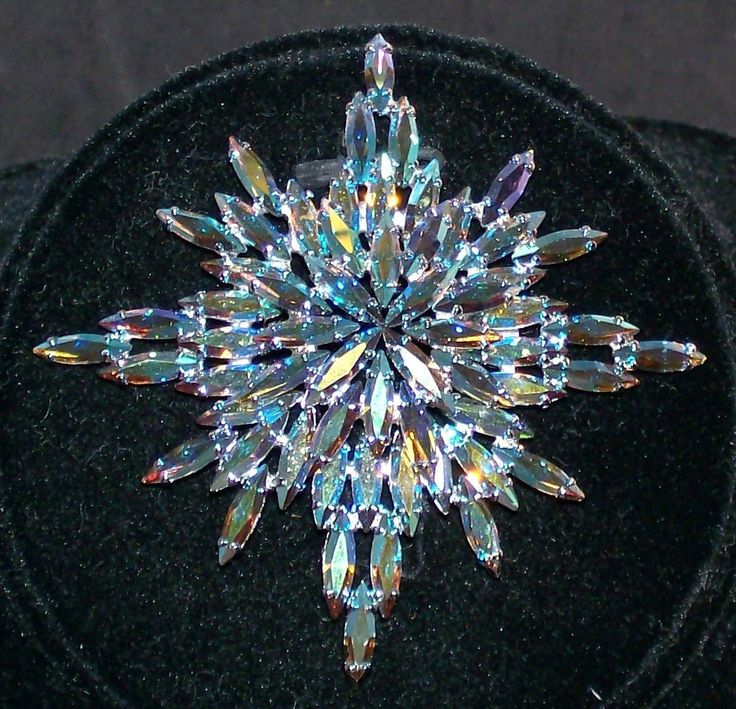 RARE LARGE SHERMAN VINTAGE BROOCH PIN SNOW FLAKE BLUE CRYSTAL AURORA BOREALIS