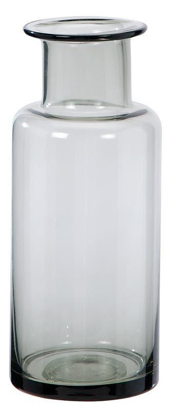 Flesvaas Rita: stoere glazen vaas, in grijs en bruin verkrijgbaar. #Stylingtip: zet enkele vaasjes bij elkaar en plaats er een takje (kunst)bloemen in #HomeLabel