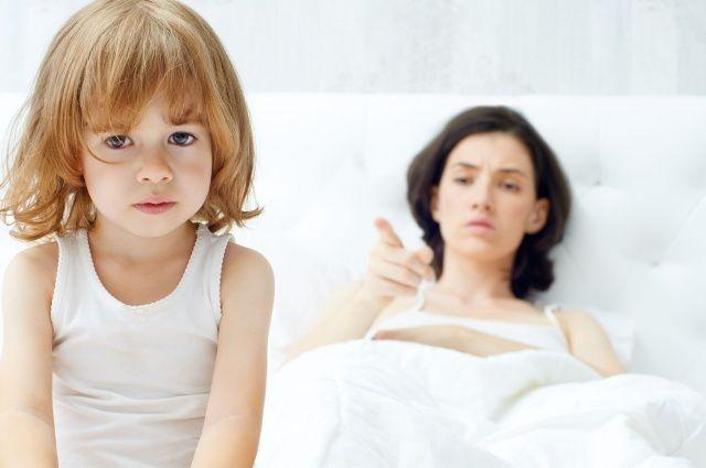 «Я — мать, и я не люблю свою дочь. Мне неприятны ее прикосновения, не нравится, как от нее пахнет, как и что она говорит, как двигается, как дышит. Все в ней раздражает, что бы она ни сделала — это пл…