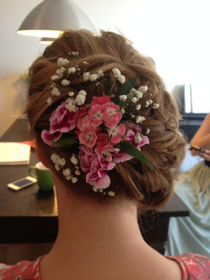 a-symmetrie knot met bloemen.