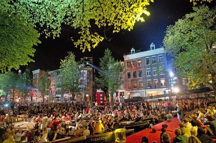 Canal Festival Amsterdam 2013. The 90-member Royal Concertgebouw Orchestra performed on the Prinsengracht. © EPA #amsterdam #canalfestival