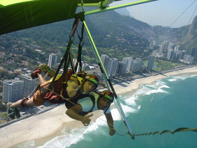 Foto de Pousada Tupiniquim em  Rio de Janeiro/RJ:  Vôos de asa delta partindo da Pedra Bonita