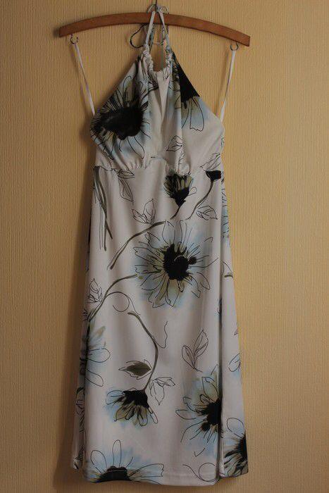 Mein schönes, leichtes Neckholderkleid von foreigner. Größe 36 / S / 8 für 12,00 €. Schau es dir an: http://www.kleiderkreisel.de/damenmode/minis/95804044-schones-leichtes-neckholderkleid.