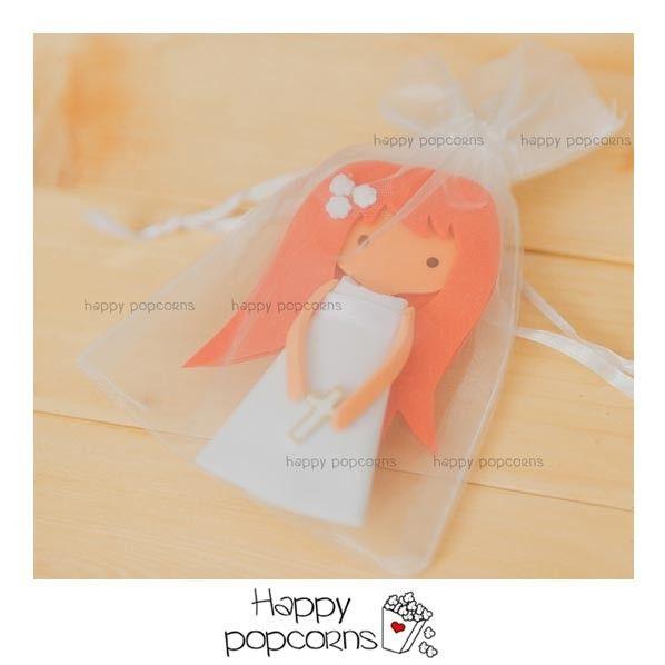 broche hecho a mano en goma eva como detalle de comunión #muñeca #comunión #fofucha #broche #detalle #regalo